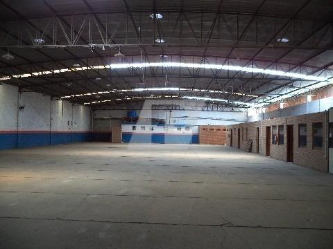 Barracão De 1.276m² De Área Construída, Área Externa Para Estacionamento E Manobra De Carretas, 7 Docas, 9 Salas, Vestiário, Banheiros E Refeitório. - Ba00077 - 4194959