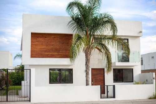 Hermosa Casa En Misión Del Campanario