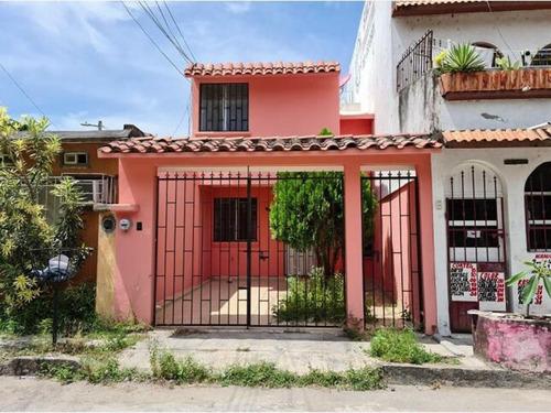 Imagen 1 de 9 de Casa Sola En Venta Lomas De Rio Medio Ii