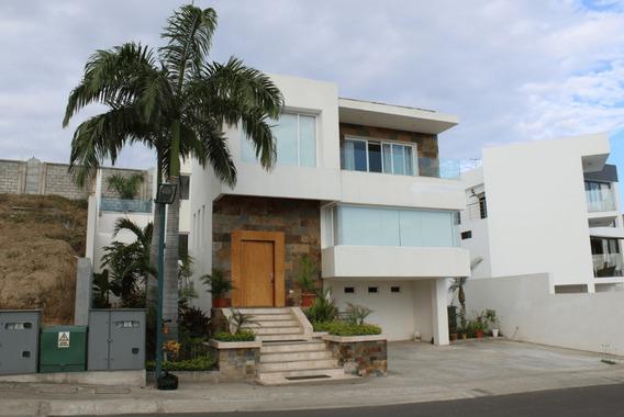 Se Vende Casa En Urbanizacion Ciudad Del Mar Manta