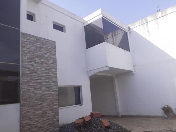Casa En Venta En Oeste De Barquisimeto #20-18050