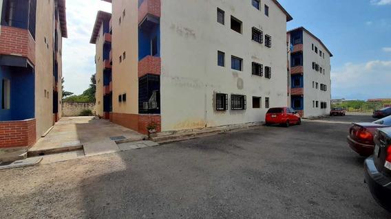 Apartamento Res. Las Canarias, Santa Rita Maracay.