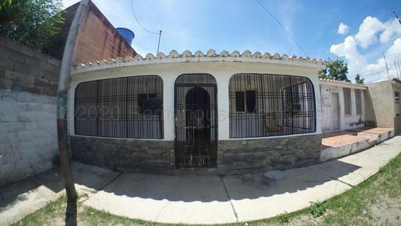 Linda Casa En Venta En Urbanismo De Cabudare #21-4790