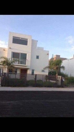 Hermosa Casa De 3 Niveles En El Mirador, 4 Recamaras, Linda.