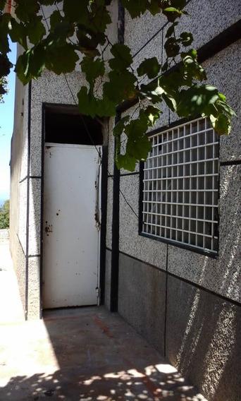 Casa En Catia La Mar Vía La Salina La Guaira
