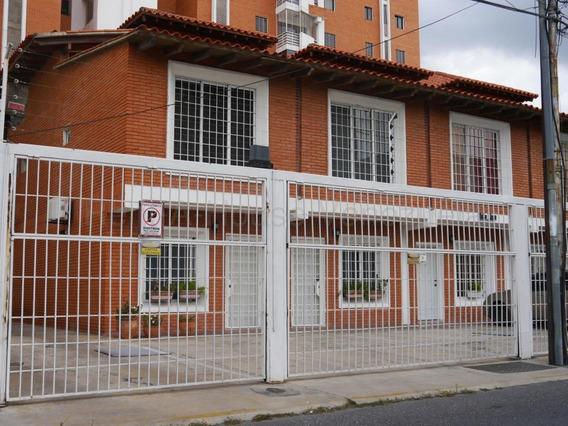 Cómoda Casa En Venta En Barquisimeto #20-8533