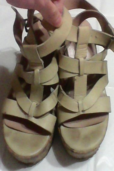 Zuecos Sandalias En Color Marfil Con Plataforma Dé Corcho 38