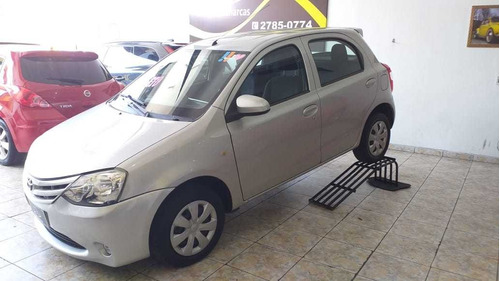 Toyota Etios X 1.3 Flex 2014