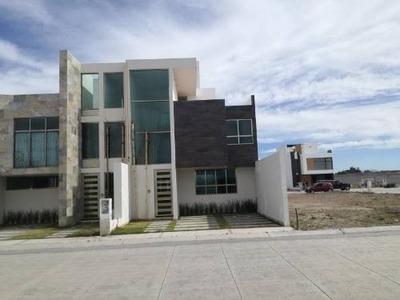 Casa Sola En Venta Residencial Sur De Pachuca, 3 Niveles Alvento