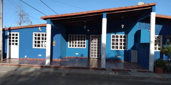 Los Robles Casa En Venta De 3h/2b/1e