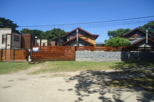 Imagen 1 de 14 de Cabaña Del Árbol 3 Ambientes Con Piscina Patio Con Parrilla