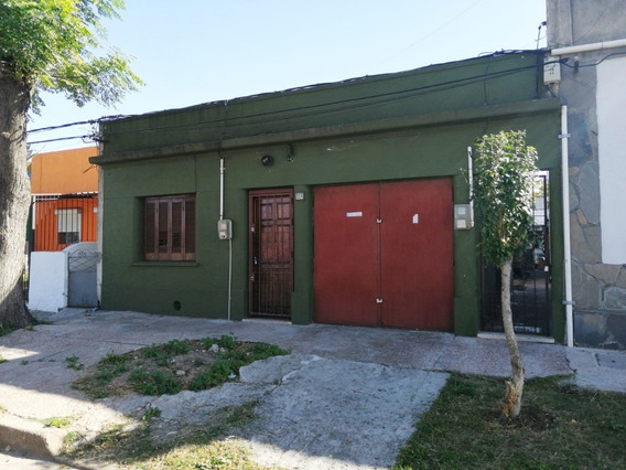 Casa De Dos Dormitorios En La Teja.