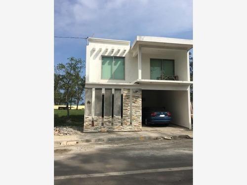 Casa Sola En Venta Col. Playa Linda