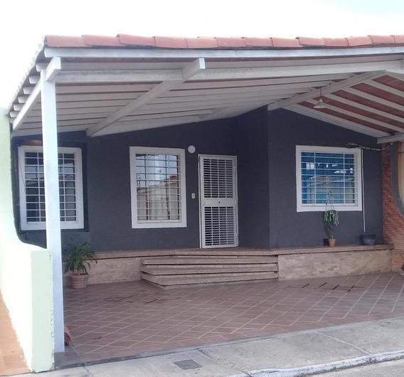 Bella Casa En Venta En Barquisimeto #20-10198