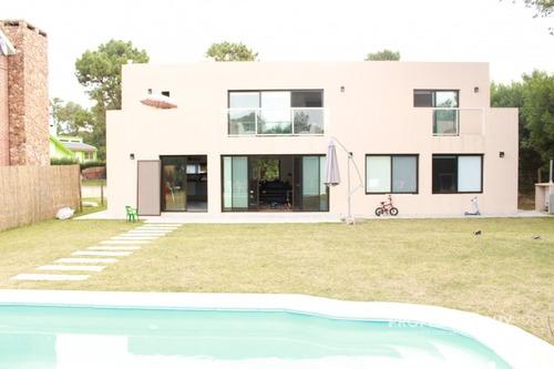 Venta - Casa Minimalista En Barrio Privado - Ref: 756