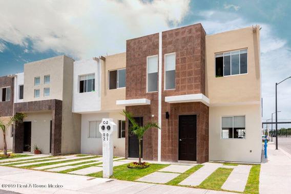Casa En Venta En Ciudad Del Sol, Queretaro, Rah-mx-19-643