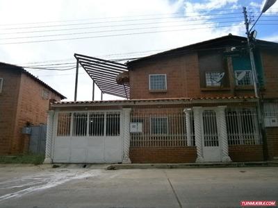 Townhouses En Venta 04243733107