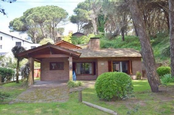 Lencke Vende - Lindisima Casa En Zona Golf De Pinamar, Posibilidad De Tomar Parte De Pago