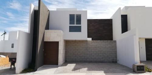 Casa En Venta En Fracc. Alto Lago