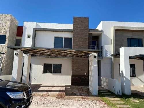 Casa En Renta En Fraccionamiento Altozano