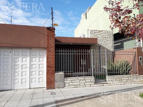 Venta De Casa 4 Ambientes En Bernal Con Cochera Y Fondo Libre (25629)