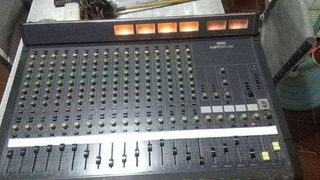 Consola Yamaha Mr1642 Y Patchera Behringer Ultrapach Px2000