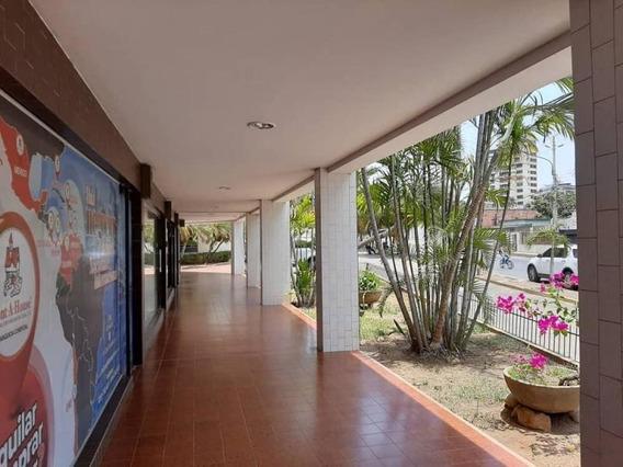 Veronica Ch. Alquila Oficina Comercial La Lago Maracaibo