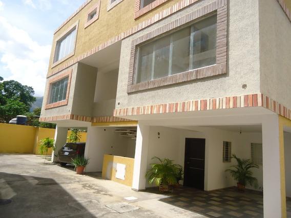 Townhouse En Venta En Las Delicias 04121994409
