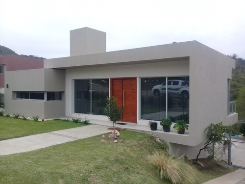 Casa  En Alquiler Ubicado En Centro (villa Carlos Paz), Punilla, Córdoba