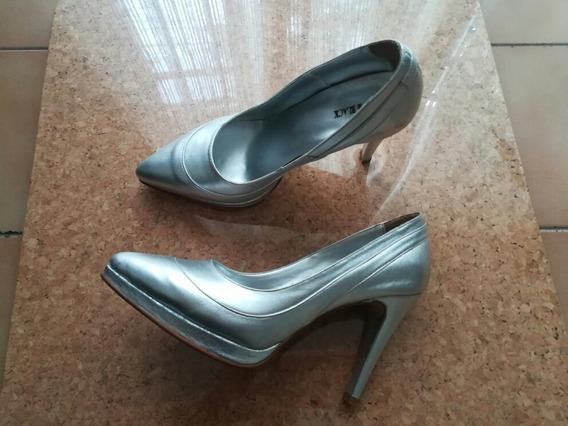 Zapato Cerrado Plateado Talle 35