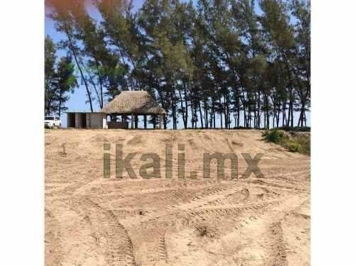 Venta Terreno 2354 M² Barra Galindo Tuxpan Veracruz. Ubicado Frente A Las Playas De Tuxpan, El Terreno Cuenta Con Una Superficie Útil De 2354 M², Con Un Frente Al Mar De 26.35 M, Tiene Una Pequeña Pa