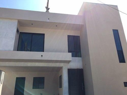 Casa Nueva Estilo Minimalista En Renta, Colonia Benito Juarez, Tampico, Tamaulipas.