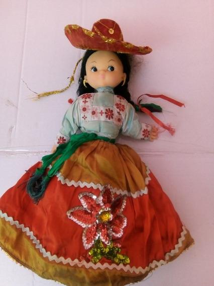 Antigua Muñeca Con Traje Típico De China Poblana Y De Charro