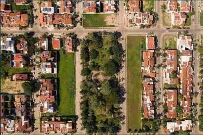 Terrenos En Fluvial Vallarta, Frente A Parque