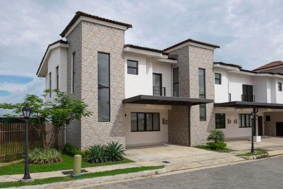 Casa En Venta En Costa Sur 19-10572 Emb