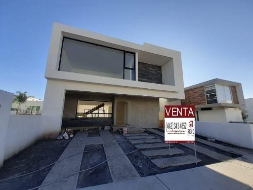 Casa De 3 Habitaciones + Sala De T.v. En Lomas De Juriquilla