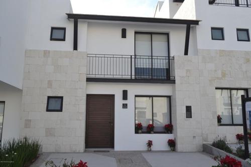 Casa En Venta En El Refugio, Queretaro, Rah-mx-20-131