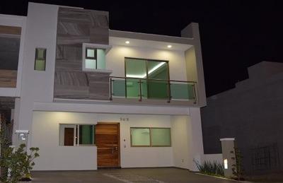Casa Con Acabados Y Equipamiento De Lujo, Coto C, La Cima