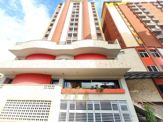 Apartamento En Venta Urb. Los Caobos Maracay Cod.20-7444