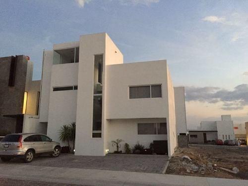 Hermosa Residencia, Cañadas Del Lago, 3 Recámaras Con Baño, Roof Garden De Lujo.