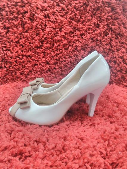 1033 Sapato Estilo Peep Toe, Linda Luz, Branco Envervizado