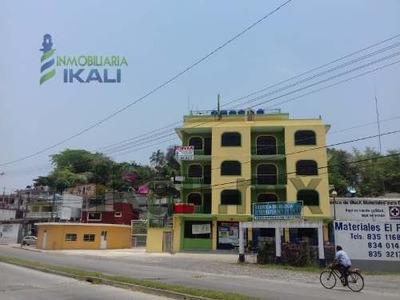 Renta Departamento Amueblado 1 Habitación Col. Azteca Tuxpan Veracruz. Ubicado En Edificio Con Acceso Por 2 Calles, El Departamento Se Encuentra En Primer Piso Y Cuenta Con Una Recamara Con Cama, Bur