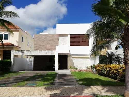 Venta De Residencia En Playa Magna, Playa Del Carmen P3093