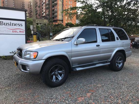 Nissan Pathfinder Deluxe
