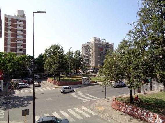 Centro - Depto. Externo De 2 Dormitorios Amplio Y Luminoso Con Terraza Amplia De Uso Exclusivo Y Balcón Con Excelente Vista