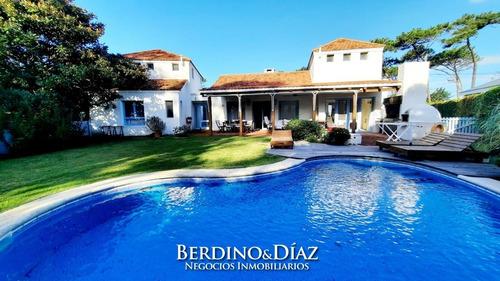 Espectacular Residencia En La Barra Con Vista Al Mar- Ref: 851