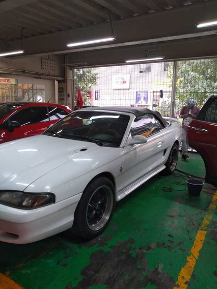 Ford Mustang 3.8 V6 Convertible