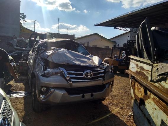 Sucata Toyota Hilux Sw4 2017 Para Retirada De Peças