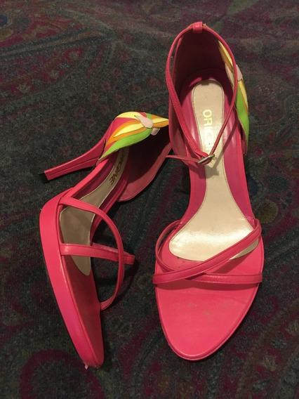 Zapatos De Cuero Nuevos Y Usados En Desfiles