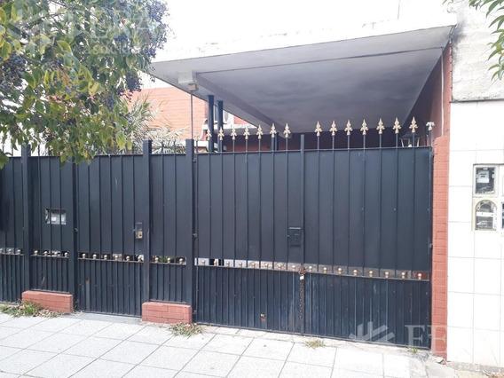 Venta De Casa 3 Ambientes En Villa Dominico Con Cochera Y Patio (25790)